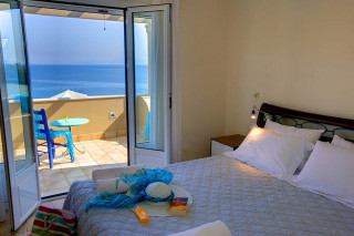 blue sea villa monambeles beroom area