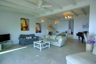 blue sea villa monambeles lounge