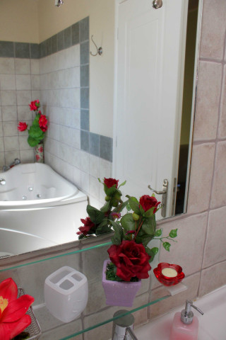cleo villa monambeles bathroom