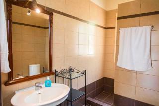 cleopatra villa monambeles bathroom
