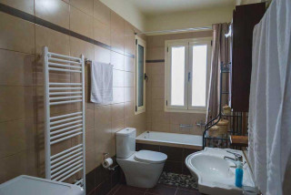cleopatra villa monambeles bathroom area