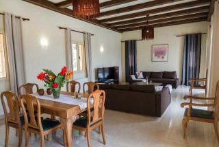 cleopatra villa monambeles dining room
