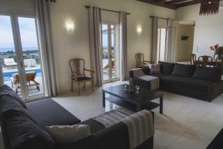 cleopatra villa monambeles interior