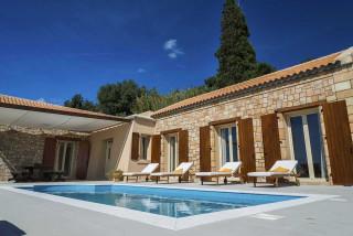 cleopatra villa monambeles pool