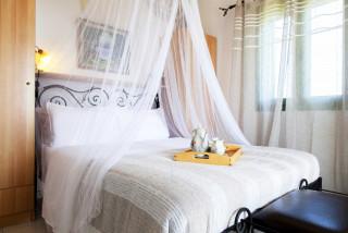 elena villa monambeles bedroom