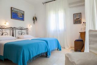 elena villa monambeles beds