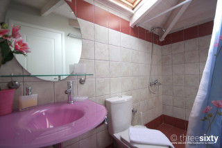 valentina villa monambeles bathroom